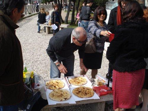 IdesOfMarch_Liberalia_liba_bread_pizza.jpg